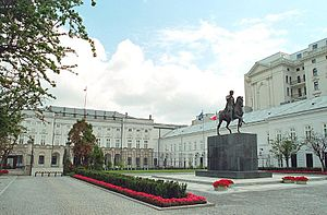 Presidential Palace, Warsaw, with equestrian statue of Prince Józef Poniatowski by Bertel Thorvaldsen.