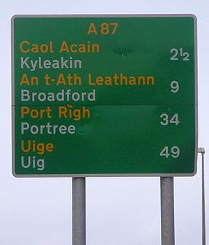Gaelic road signs in Scotland - Primary route sign outside Kyle of Lochalsh