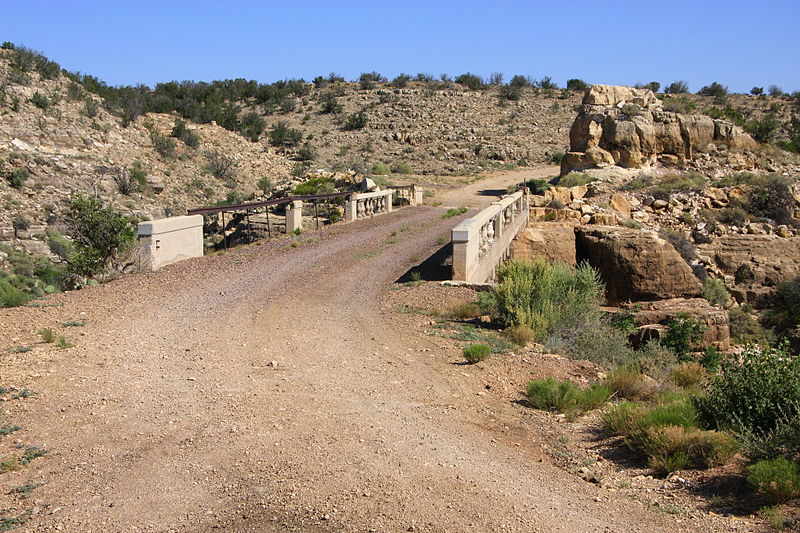 File:Abandoned section of old Rte 66.jpg