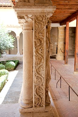 Aix cathedral cloister column detail 08