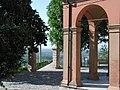 Albinea chiesa portici.jpg