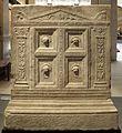 Altare funerario di telegennio antho, 50-75 dc ca (uffizi) 03 porta dell'ade.jpg