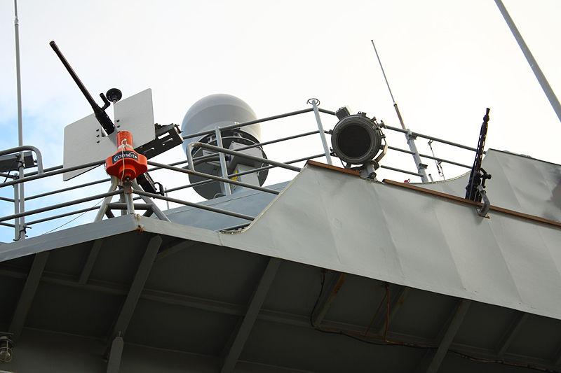 File:Ametralladoras Browning M-2 de 12.7 mm y Rheinmetall MG-3 de 7,62 mm en el lado de estribor, junto al puente de mando (16439723930).jpg