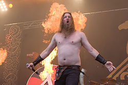 Vocalista d'Amon Amarth en With Full Force Festival