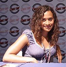 Angel Coulby at Comic Con France 2010 - P1440209.jpg