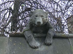 Thomas Nicholls (sculptor) - The Bear – one of Nicholl's sculptures for the Animal Wall