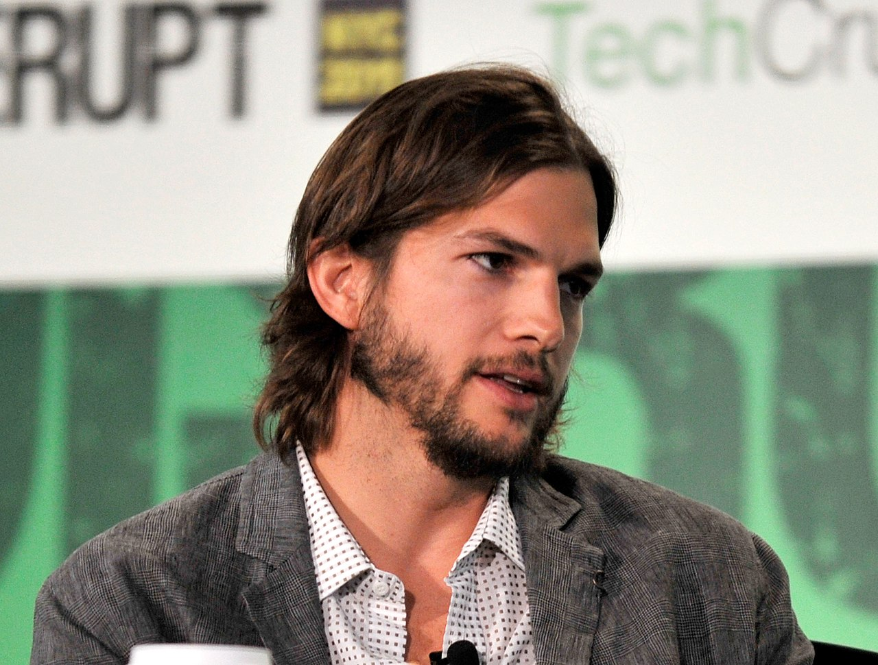 File Ashton Kutcher During Techcrunch Disrupt New York May 2011 5 Jpg Wikimedia Commons