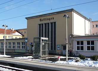 Tuttlingen station - View of track 1 and the entrance building