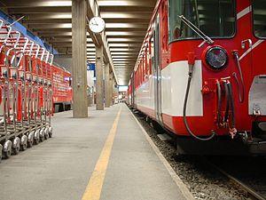 Zermatt railway station - Image: Bahnhof Zermatt 2005