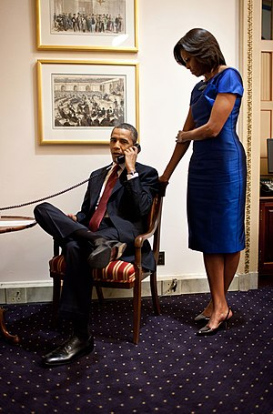 Rescue of Jessica Buchanan and Poul Hagen Thisted - Image: Barack Obama informs John Buchanan that his daughter has been rescued
