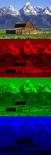 لنموذج اللوني أحمر أخضر أزرق 180px-Barn_grand_tetons_rgb_separation