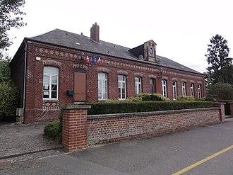Beaumont-en-Beine - The town hall and schools of Beaumont-en-Beine