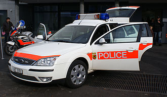 Cantonal police - Patrol car and motorcycle of the Bernese cantonal police.
