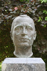 Bernstadt adE - Kirchgasse - Klaus-Riedel-Denkmal 02 ies.jpg