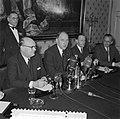 Bespreking Paul H Spaak met Minister Luns Den Haag, Bestanddeelnr 908-2945.jpg