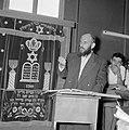 Bijeenkomst in een jesjiva (talmoedschool). Een rabbijn geeft uitleg aan de leer, Bestanddeelnr 255-3039.jpg