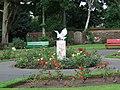 Bird sculpture at Aubery Park - geograph.org.uk - 943721.jpg