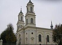 Boczna fasada kościoła, Praszka.jpg
