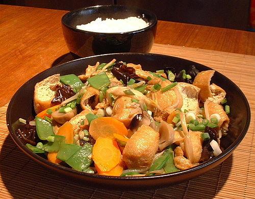 Luohan Zhai (lo han cai), hidangan Imlek beraroma Buddhis.