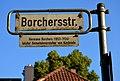 Borcherstraße Ecke Brabeckstraße, Legende am Straßenschild in Hannover,Hermann Borchers (1853-1924), letzter Gemeindevorsteher von Kirchrode.jpg
