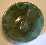 Bowl, Iran, 10th or 11th century AD, earthenware with slip-painted decoratino under green glaze - Cincinnati Art Museum - DSC04156.JPG