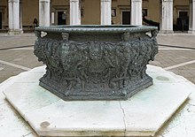 Bronze well south in the courtyard of Doges palace Venice.jpg