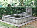 Brunnen im Friedhof am Perlacher Forst Muenchen-2.jpg
