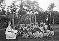 Buitenles van zusters aan kinderen uit kinderterhuis Rajpur van d... - Collectie stichting Nationaal Museum van Wereldculturen - TM-60036203.jpg