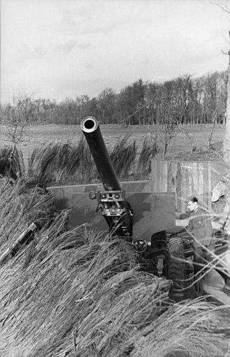 10.5 cm hruby kanon vz. 35 - Image: Bundesarchiv Bild 101I 228 0301 07A, Frankreich, Artilleriestellung, Geschütz