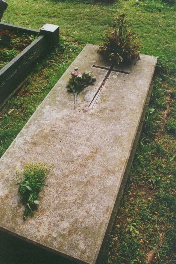 C. S. Lewis' grave