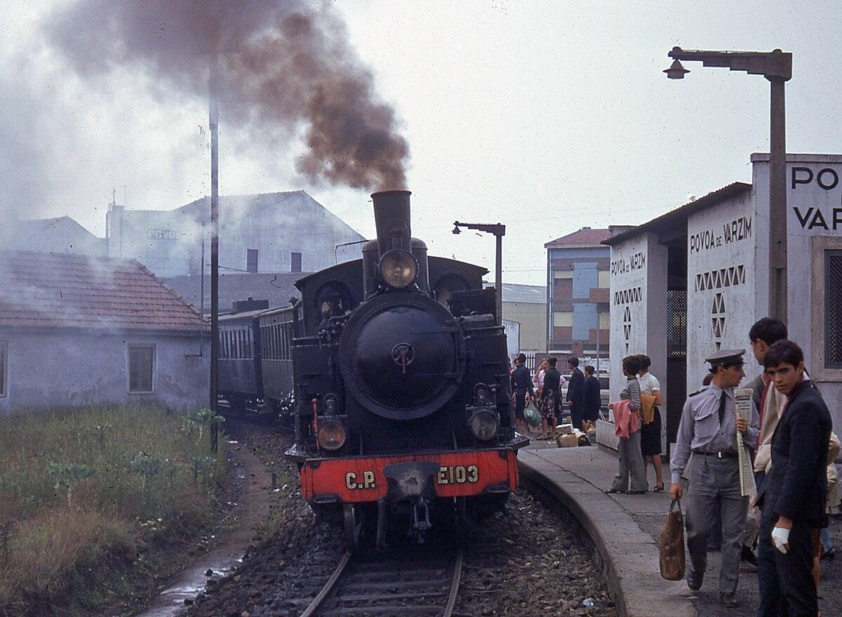 Plataforma e abrigo no desvio para o Ramal de Famalicão, na Estação de Póvoa de Varzim.