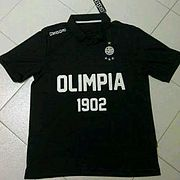 3966b888603698 Evocación a la primera camiseta de Olimpia en 1902.