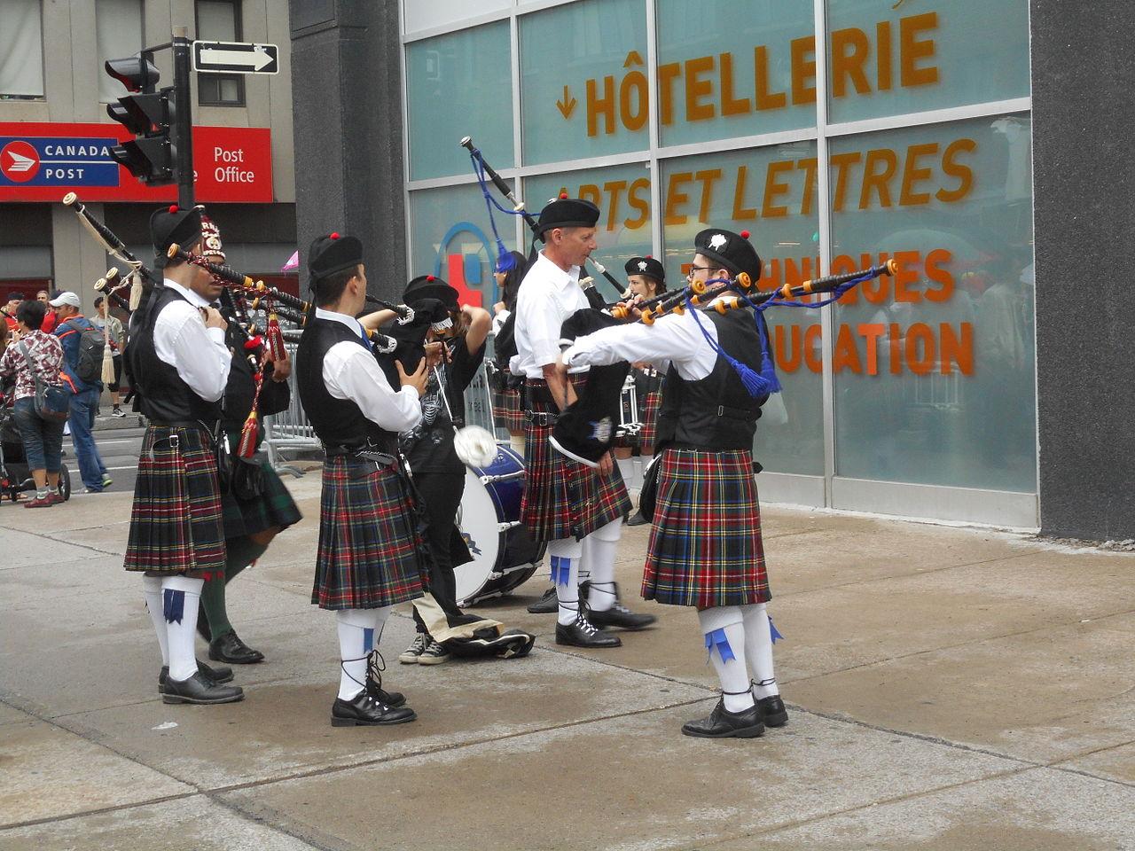 File:Canada Day 2015 on Saint Catherine Street - 020.jpg - Wikimedia