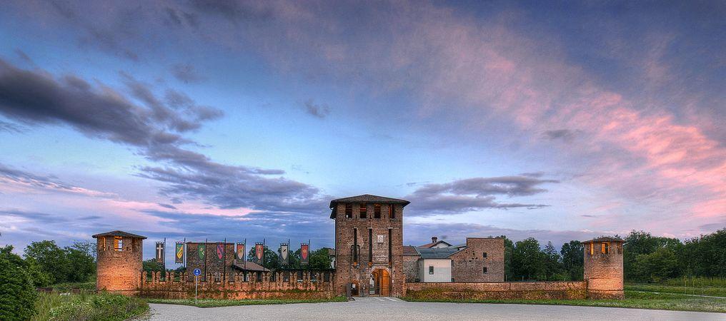 Castello di San Giorgio all'imbrunire.jpg