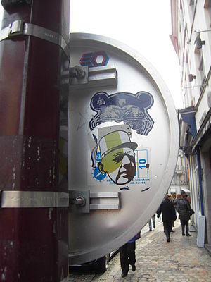 Charles De Gaulle Street Art