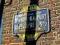 Chevrières (60), panneau Touring Club de France, rue de Compiègne.jpg