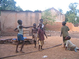 Children playing in Buguni Mali 010605.jpg