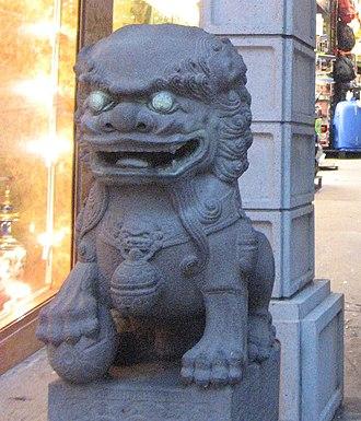 Dragon Gate (San Francisco) - Image: Chinatown Gate (1062388850) (cropped)