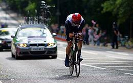 Chris Froome impegnato nella cronometro olimpica di Londra