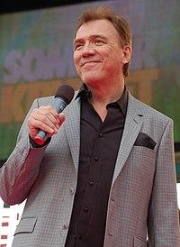 Christer Sjögren sjunger på Sommarkrysset i Stockholm 2008.