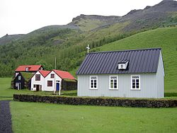 Church of the museum at Skógar, behind it the mountain range Eyjafjöll