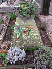 Tomba di Soffici al cimitero di Poggio a Caiano