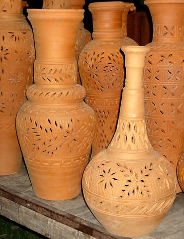 File clay pots in punjab pakistan wikimedia commons for Things made from soil