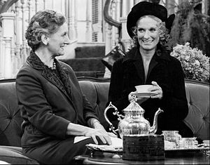 Phyllis (TV series) - Mother-in-law Audrey Dexter (Jane Rose) with Phyllis (1975)