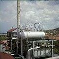 Collectie Nationaal Museum van Wereldculturen TM-20029853 Condensatieketels van 's Landswatervoorziening Curacao Boy Lawson (Fotograaf).jpg