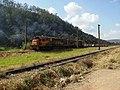Comboio parado em frente a antiga subestação de Pantojo na linha tronco da antiga Estrada de Ferro Sorocabana - EFS em Mairinque - panoramio.jpg