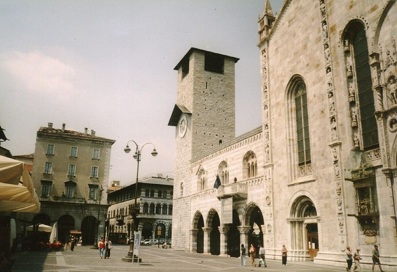 File:Como, campanile and part of duomo.jpg