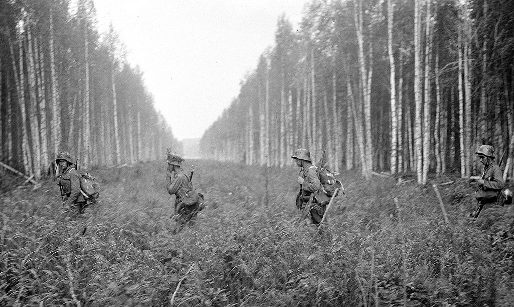 Finn katonák lépik át a szovjet–finn határsávot 1941 nyarán