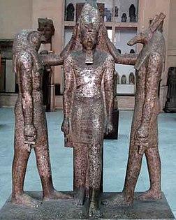trois statues