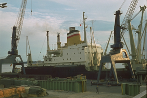 Cranes and heavy lift on cargo vessel MV Bayernstein (HALO) -1970-71.png